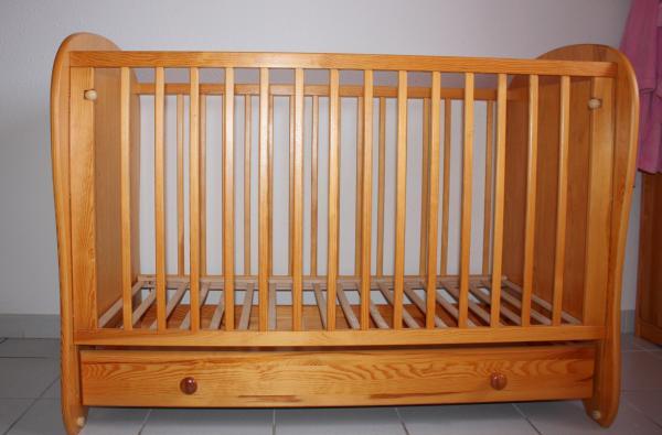 lit bébé + tiroir , pin massif , couleur miel